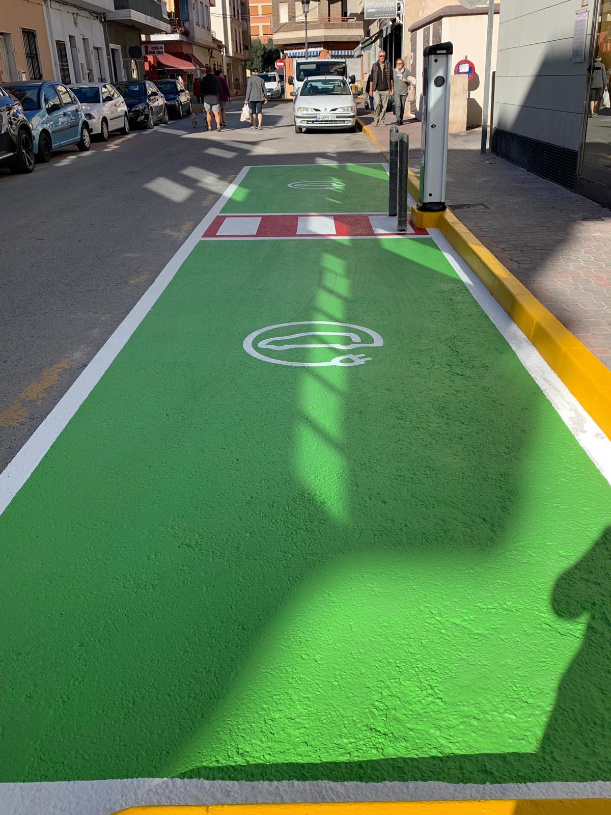 Dolores invierte 20.434€ en dos puntos de recarga eléctrica de vehículos